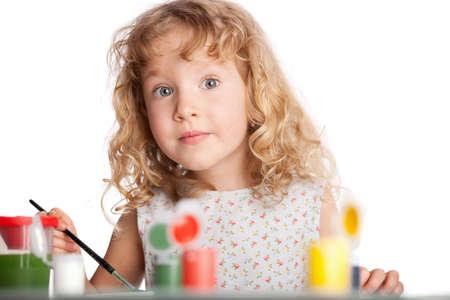 Kleines Kind, Zeichnung malen. Isoliert auf weißem