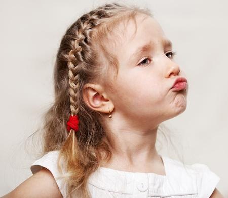 fantasque: Enfant capricieux. Petite fille g�t�e. Banque d'images