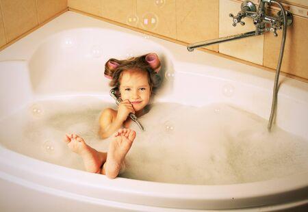 фото маленькие днвочки в ванной