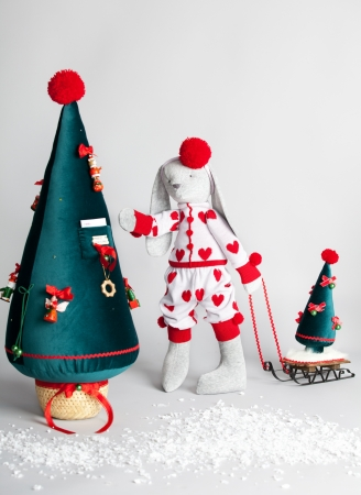 Hare dress up the tree. Christmas Card Stock Photo - 15530120