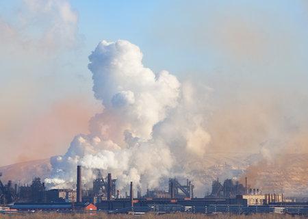 contamination: Metallurgical factory. Environmental contamination. Smoke pipe. Editorial