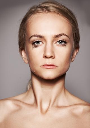 occhi tristi: Piangere donna. Donna triste con le lacrime agli occhi Archivio Fotografico