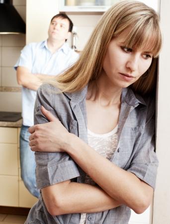 problemas familiares: Conflicto de pareja. Los problemas en la familia. El divorcio entre el hombre y la mujer