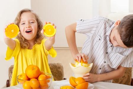 mandarin oranges: Children with oranges. Kids squeezed orange juice.