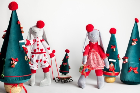 Hare dress up the tree. Christmas Card Stock Photo - 21234182