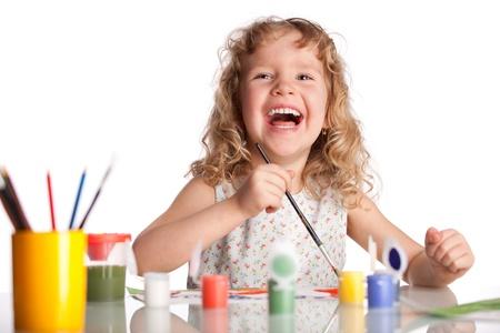niños pintando: Littl ni?o, pintura dibujo. Aislado en blanco Foto de archivo