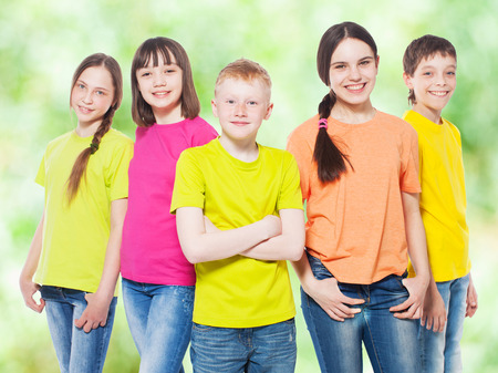 frendship: Happy group children at summer. Smiling teen. Frendship boys and girls