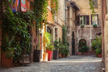 ローマ通り。イタリア。トラステヴェレ地区の古い町並み