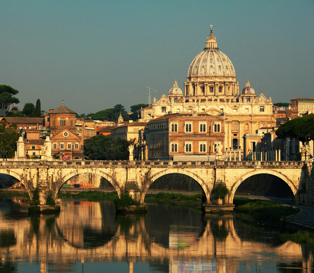 st  peter's basilica pope: St. Peters Basilica, Vaticano, Italy, Rome, bridge. Cathedral of St Peters.
