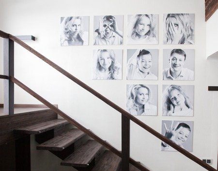 Family photos on the wall. Portraits of family stairwell 스톡 콘텐츠