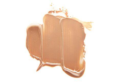 Verschmierte flüssige Make-up-Basis auf einem weißen Hintergrund