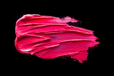 孤立した黒地にピンクの口紅の汚れ