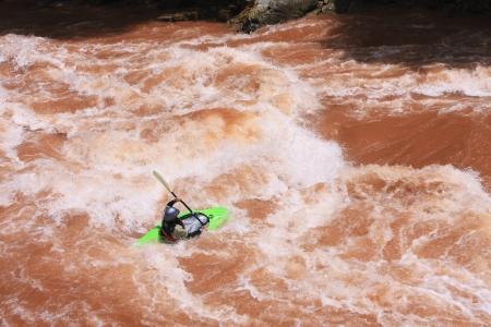 perseverar: un kayak, Wa r�o Tailandia  Foto de archivo
