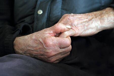 manos sucias: viejas manos - las manos del hombre que trabajaba en la agricultura
