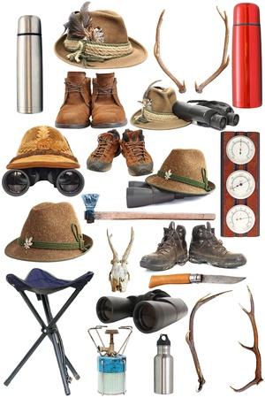 stor samling av jakt och utomhus traditionell utrustning över vit bakgrund Stockfoto