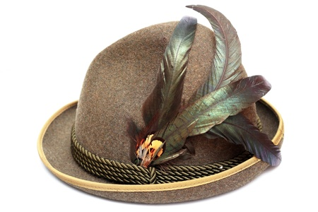 oktoberfest traditionell tysk hatt dekorerad med vackra fjädrar