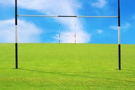 Visión abstracta de campo de rugby vacía y postes Foto de archivo - 19357544