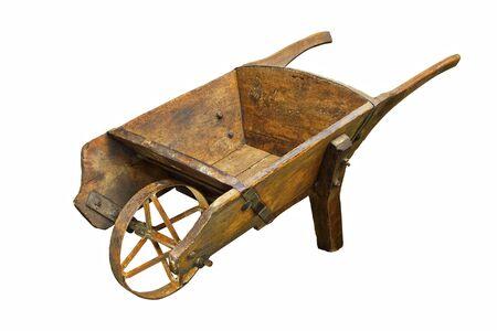 storica carriola hamdmade isolata su sfondo bianco; questo è un raro tumulo di legno