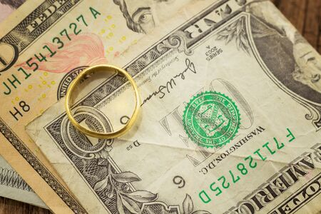 us paper currency: gold ring with us paper currency