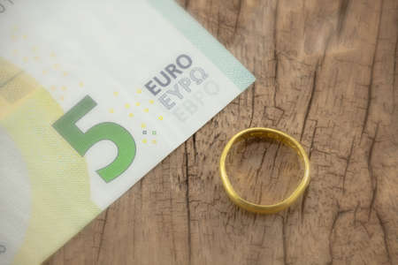gold ring: gold ring with euro money