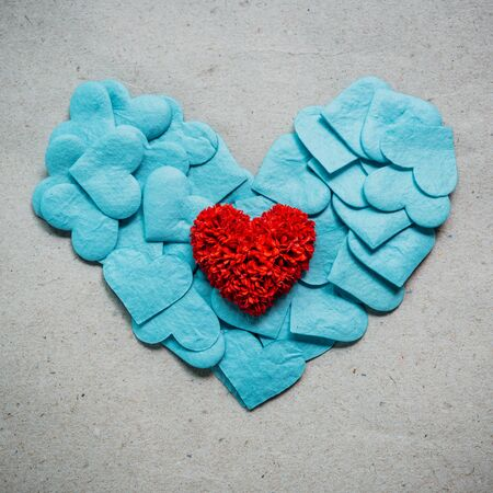 corazones azules: Valentines day background with red and blue hearts on grunge  background.