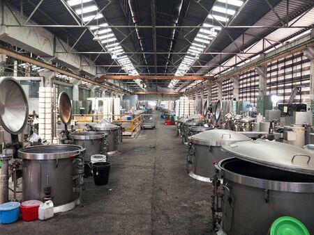 Machines pour l'industrie de teinture. Industrie textile, réservoirs chimiques de machine de teinture Banque d'images