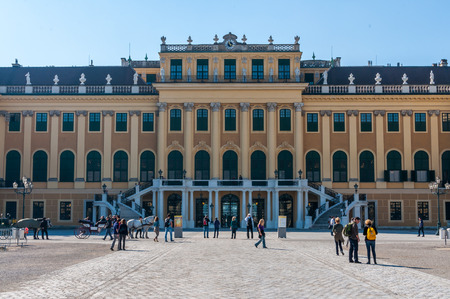 VIENNA, AUSTRIA - OCTOBER 08, 2013: People at Schonbrunn Palace in Vienna, Schonbrunn Palace is a former imperial summer residence located in Vienna, Austria Stock fotó - 99591119