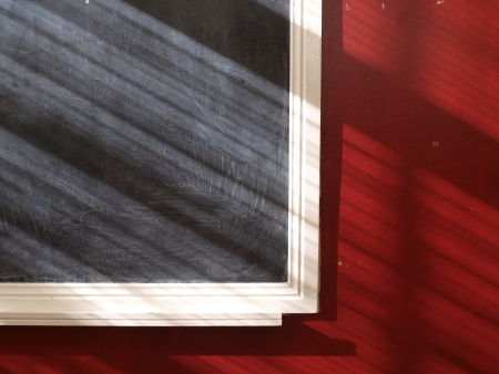 Blackboard sur redwall avec un �clairage magnifique Banque d'images