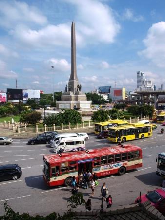 BANGKOK, THA�LANDE. 22 septembre: Non identifi�s peuple tha�landais voyageant par autobus sur le 22 septembre 2012 � Victory Monument, Bangkok, Tha�lande.