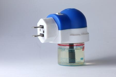 fumigador: Un dispositivo el�ctrico repelente de mosquitos