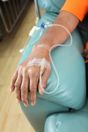 Les patients obtenant une solution intraveineuse pour la chimioth�rapie Banque d'images
