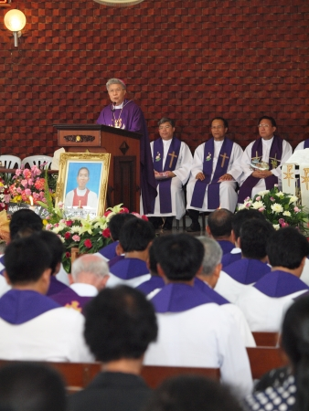 pontiff: UBON RATCHATHANI, THAILAND – MAR 19, 2012 : Pontiff Phillip Banchong Chaiyara on the holy platform for the Catholic funeral of priest Luca Santi Wancha on Mar 19, 2012 in Ubon Ratchathani, Thailand Editorial