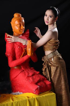 sculpt: Thai model traditional dress and wax statue