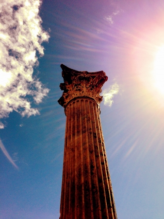 roman pillar: This is a photo of a pillar in the ancient ruins of the Roman city of Pompeii