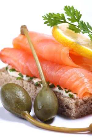 lax: Smoked salmon sandwich with capers and lemon Stock Photo