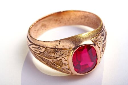 cabochon: Antic golden ring with ruby cabochon