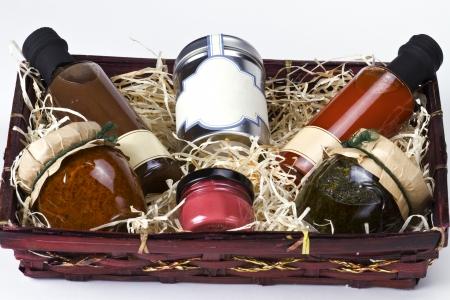 giftbasket: De mand van de gift met gourmet specerijen en sauzen