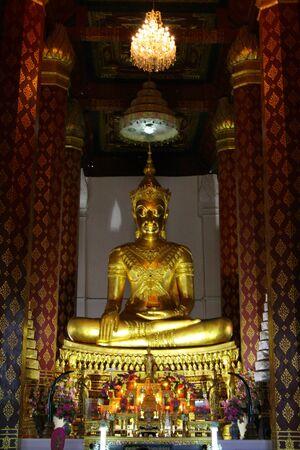 revere: Gold Buddha Stock Photo