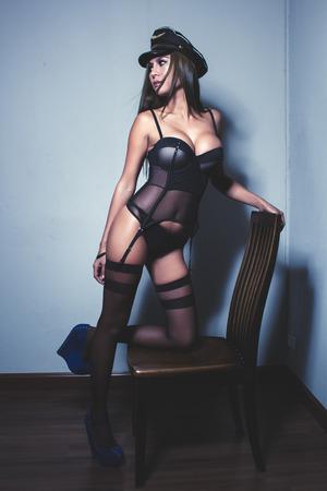 sexy nackte frau: Ein sehr sexy Asiatin tr�gt lingerrie posiert sehr sexy.