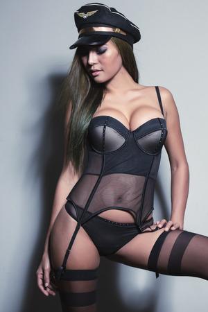 femmes nues sexy: Une jeune fille asiatique très sexy portait lingerrie, posant très sexy.