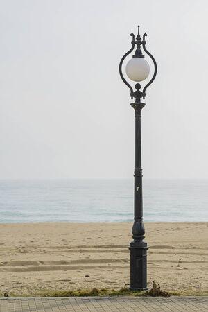 해변에서 가로등