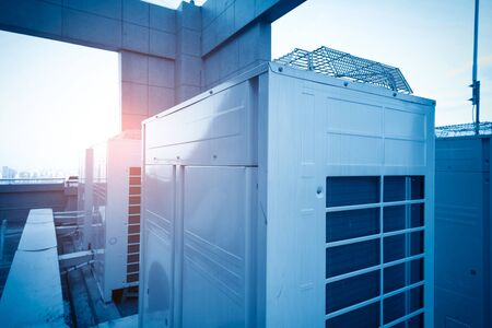 Air conditioning system assembled on top of a building. Banco de Imagens