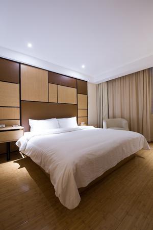 luxury bedroom: luxury modern japanese style bedroom.