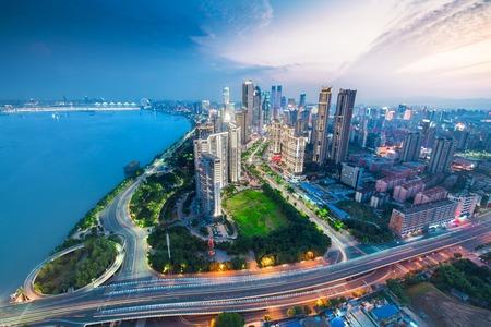 La ciudad china de Shenzhen en la noche Foto de archivo - 68660960