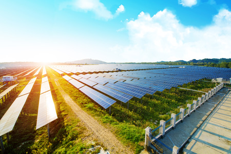 Fotovoltaïsche panelen voor hernieuwbare elektrische productie, Navarra, Aragon, Spanje.