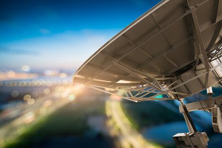 放物線衛星放送皿スペース技術受信機の写真