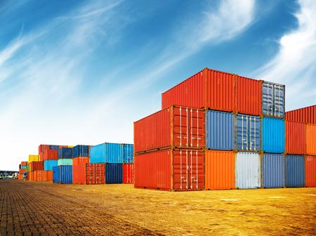 Industrial de contenedores para el negocio de Logistic Import Export Foto de archivo - 90660393