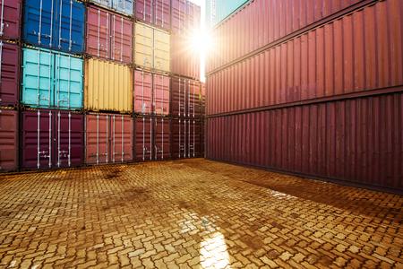 물류 수입 수출 업무용 산업용 컨테이너 마당 스톡 콘텐츠