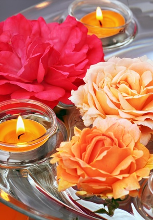 Dish of glass and water with swimming roses and candles for aromatherapy, reiki, ayurveda Stock Photo - 11011152