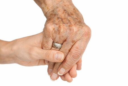 mano anziano: Old hand holding young hand